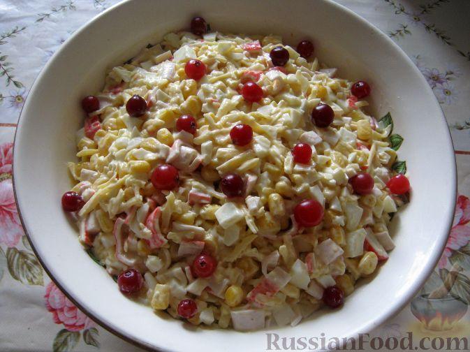 рецепт салата из крабовых палочек и салата айсберг