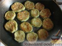 Фото приготовления рецепта: Кабачки жареные - шаг №3