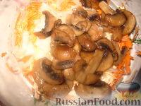 """Фото приготовления рецепта: Салат """"Слоеный"""" - шаг №5"""