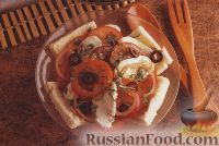 Фото к рецепту: Салат из помидоров, моцареллы, лука и хлебных ломтиков