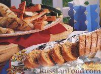 Фото к рецепту: Багет, печенный в фольге, с сырной начинкой