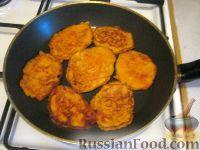 Фото приготовления рецепта: Морковные котлеты - шаг №4