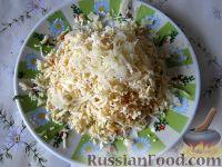 Фото приготовления рецепта: Салат их рыбных консервов - шаг №3