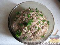 Фото приготовления рецепта: Салат их рыбных консервов - шаг №5