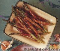 Фото к рецепту: Спаржа, жаренная в ломтиках ветчины