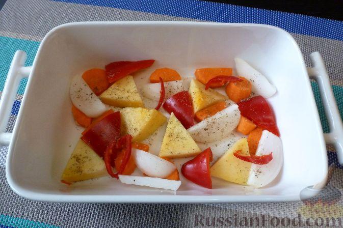 Фото приготовления рецепта: Куриные голени, фаршированные брусникой с орехами - шаг №10
