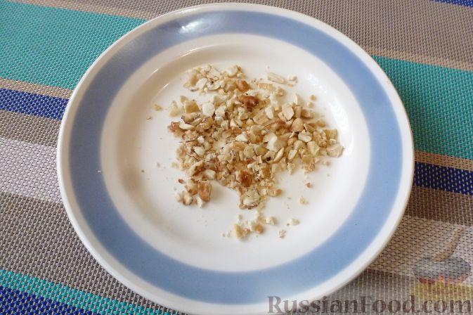 Фото приготовления рецепта: Куриные голени, фаршированные брусникой с орехами - шаг №2