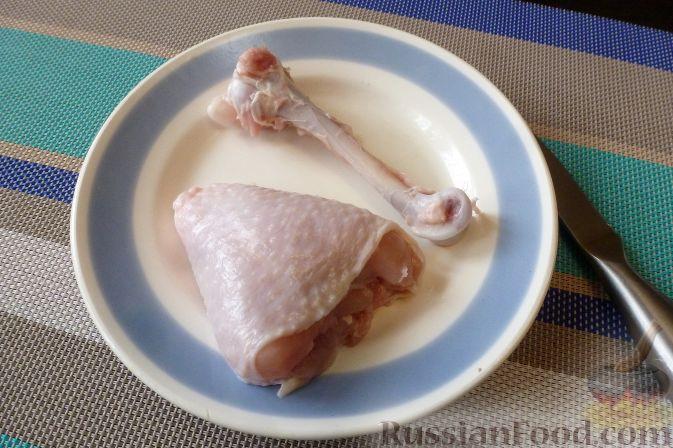 Фото приготовления рецепта: Куриные голени, фаршированные брусникой с орехами - шаг №6