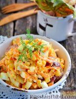 Фото к рецепту: Салат с копченым сыром и колбасой