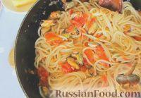Фото к рецепту: Спагетти с мидиями, в томатном соусе