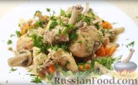 Фото к рецепту: Кролик тушеный в сливках, с грибами