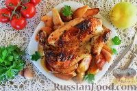 Фото к рецепту: Курица, запеченная в рукаве, с айвой и картофелем