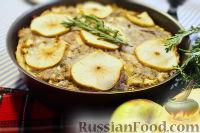 """Фото к рецепту: Пирог """"Осенний"""" со свининой, яблоками и травами"""