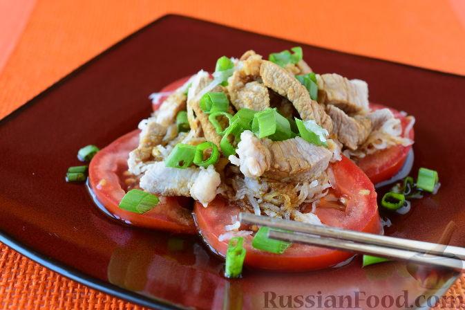 """Фото приготовления рецепта: Японский салат """"Сябу-сябу"""" со свининой - шаг №11"""