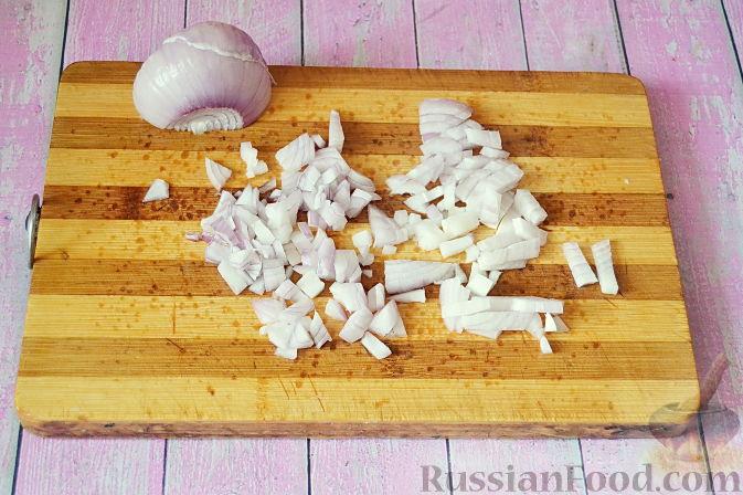 Фото приготовления рецепта: Яблочный тарт с заварным кремом и ореховой корочкой - шаг №11