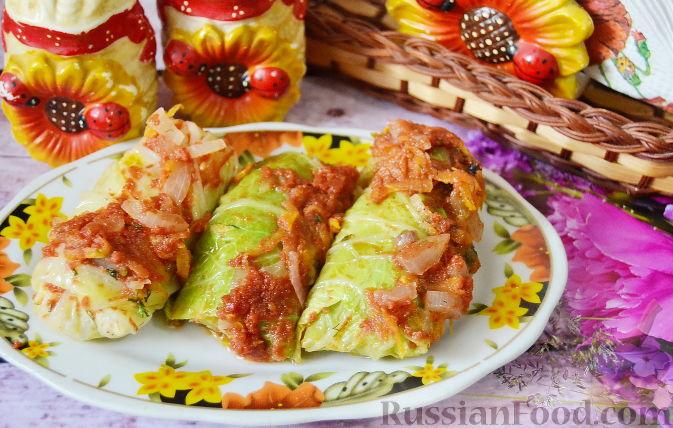 Фото приготовления рецепта: Рулетики из индейки с грибами, яйцами и сыром, запечённые в сметане - шаг №18