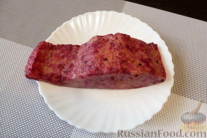 Фото приготовления рецепта: Красная рыба, засоленная с брусникой и можжевельником - шаг №11