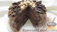 Фото к рецепту: Шоколадный торт с орехами и клубникой