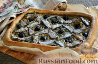 Фото к рецепту: Луковый пирог с анчоусами и маслинами
