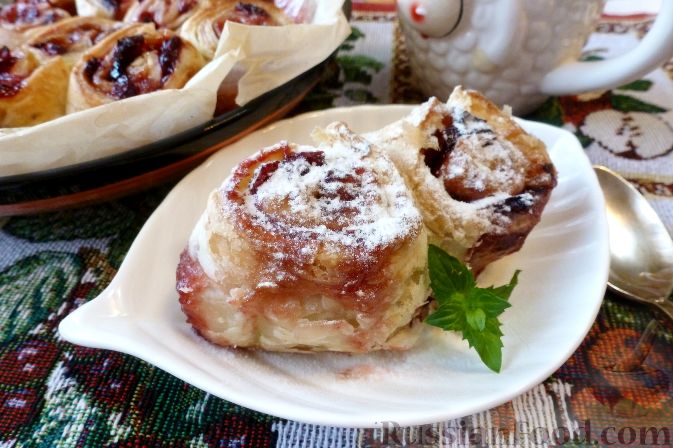 Фото приготовления рецепта: Пирог с клюквой - шаг №11