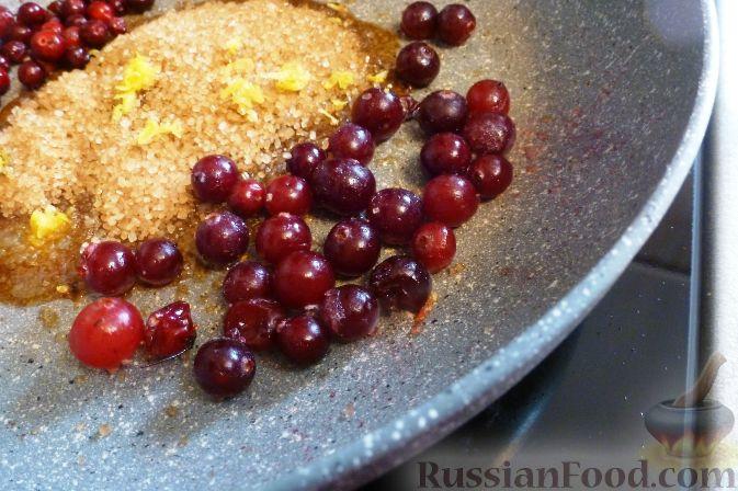 Фото приготовления рецепта: Пирог с клюквой - шаг №2