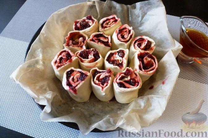 Фото приготовления рецепта: Пирог с клюквой - шаг №8