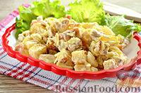 Фото к рецепту: Хрустящий салат с ананасами и курицей