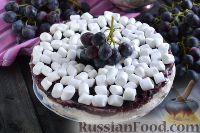 Фото к рецепту: Йогуртово-сливочный торт с виноградом (без выпечки)