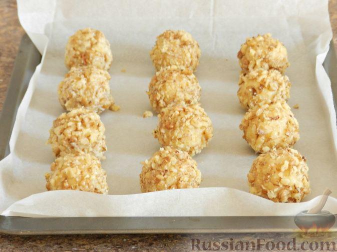Фото приготовления рецепта: Печенье с орехами и джемом - шаг №9