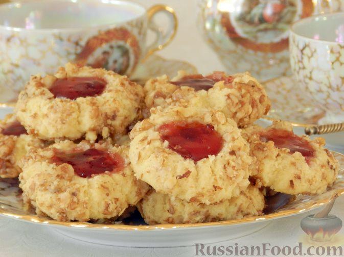 Фото приготовления рецепта: Печенье с орехами и джемом - шаг №14