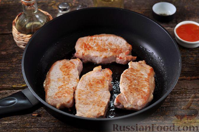 Фото приготовления рецепта: Жареная куриная печень с чесночно-соевым соусом - шаг №8