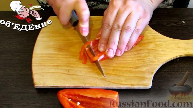 Фото приготовления рецепта: Дрожжевой пирог с картошкой, грибами и зелёным луком - шаг №8