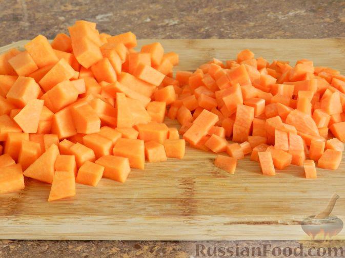 Фото приготовления рецепта: Суп-пюре из тыквы, с беконом и орехами - шаг №2