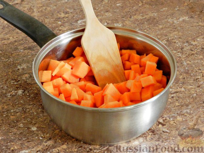 Фото приготовления рецепта: Суп-пюре из тыквы, с беконом и орехами - шаг №5