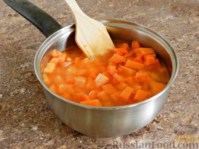 Фото приготовления рецепта: Суп-пюре из тыквы, с беконом и орехами - шаг №7