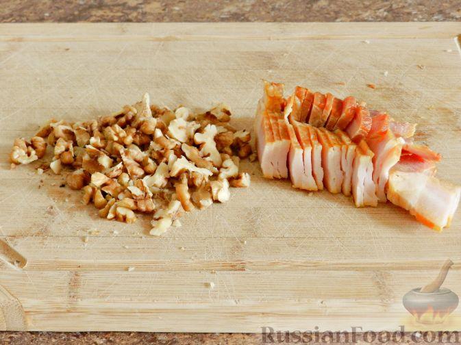 Фото приготовления рецепта: Суп-пюре из тыквы, с беконом и орехами - шаг №3