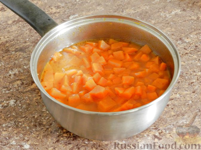 Фото приготовления рецепта: Суп-пюре из тыквы, с беконом и орехами - шаг №8