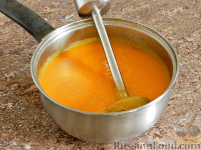 Фото приготовления рецепта: Суп-пюре из тыквы, с беконом и орехами - шаг №9