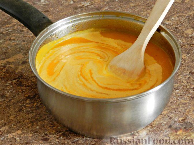 Фото приготовления рецепта: Суп-пюре из тыквы, с беконом и орехами - шаг №10