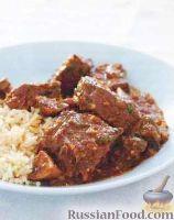 Фото к рецепту: Тушеная говядина с шампиньонами (в духовке)