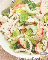Фото к рецепту: Салат с курицей, яблоками и фенхелем