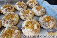 Фото приготовления рецепта: Песочное печенье с джемом и орехами - шаг №13