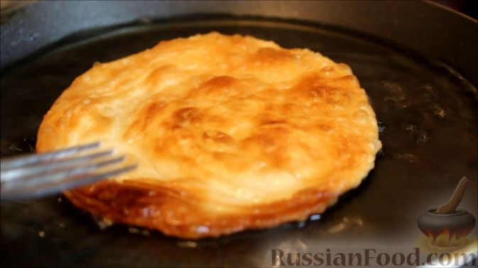 Фото приготовления рецепта: Торт из хлеба, со сметанным кремом и ананасами (без выпечки) - шаг №7
