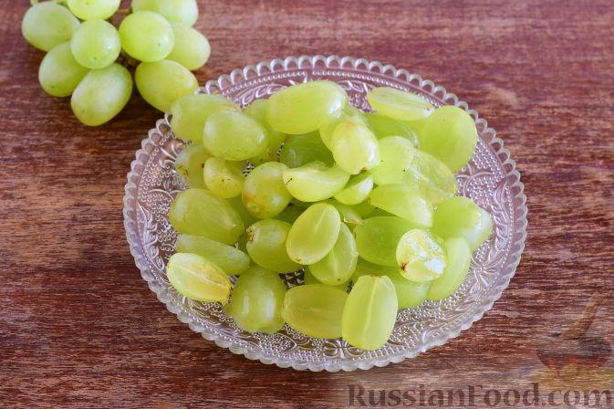Фото приготовления рецепта: Свинина с виноградом - шаг №4