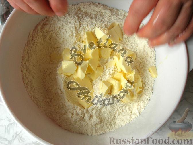 Фото приготовления рецепта: Дрожжевой пирог с печёночной начинкой - шаг №12