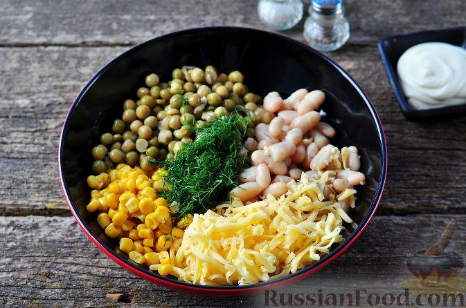 Фото приготовления рецепта: Хлебный омлет с ветчиной, помидорами и сыром - шаг №9