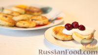 Фото к рецепту: Сырники с изюмом и манкой