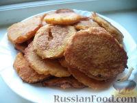 Фото приготовления рецепта: Морковные оладьи с манкой и яблоком - шаг №6
