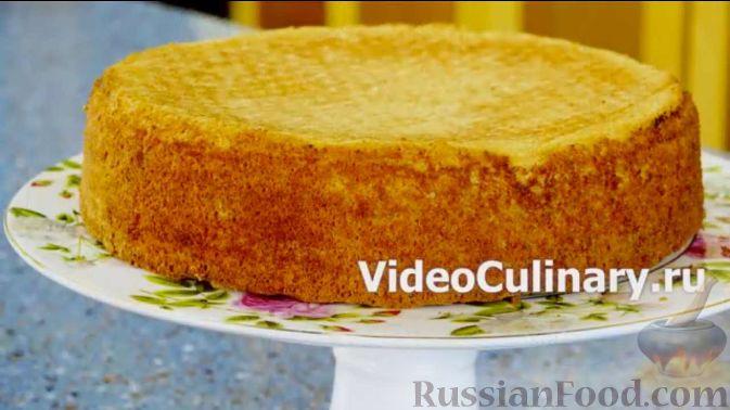 Фото приготовления рецепта: Куриный суп с капустой, сладким перцем и маслинами - шаг №4
