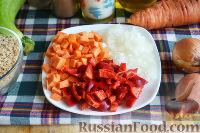 Фото приготовления рецепта: Запеканка с овощами, колбасой и гречневыми хлопьями - шаг №6